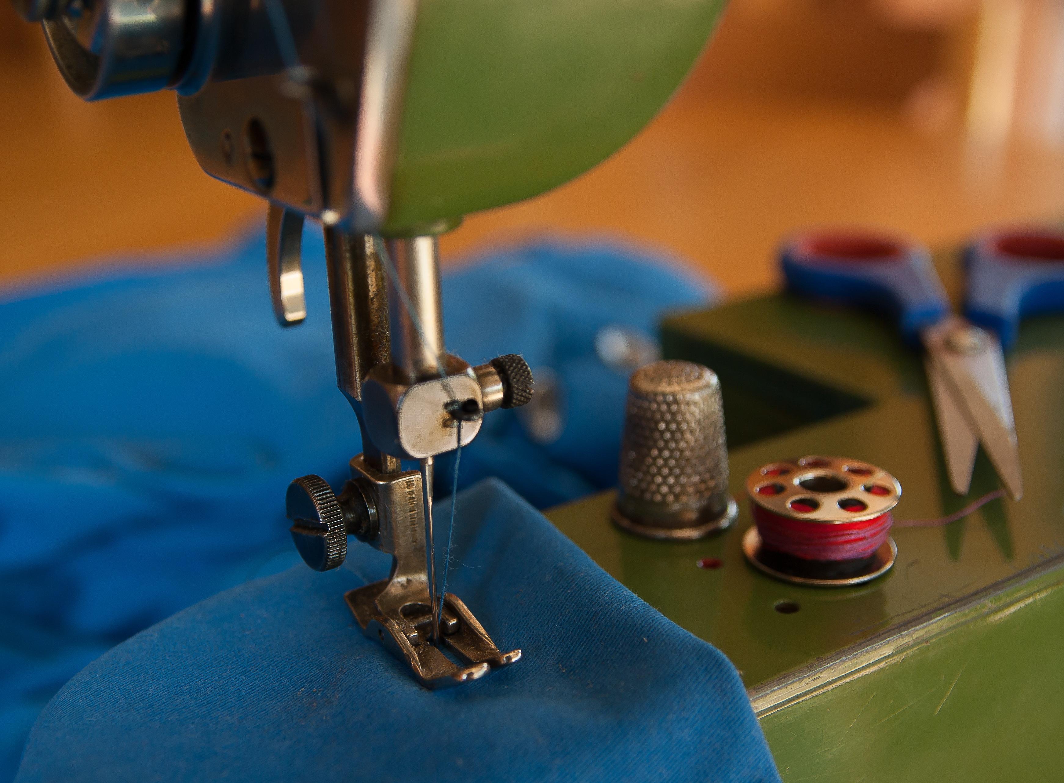 Operações de costura - máquina de coluna de uma e duas agulhas