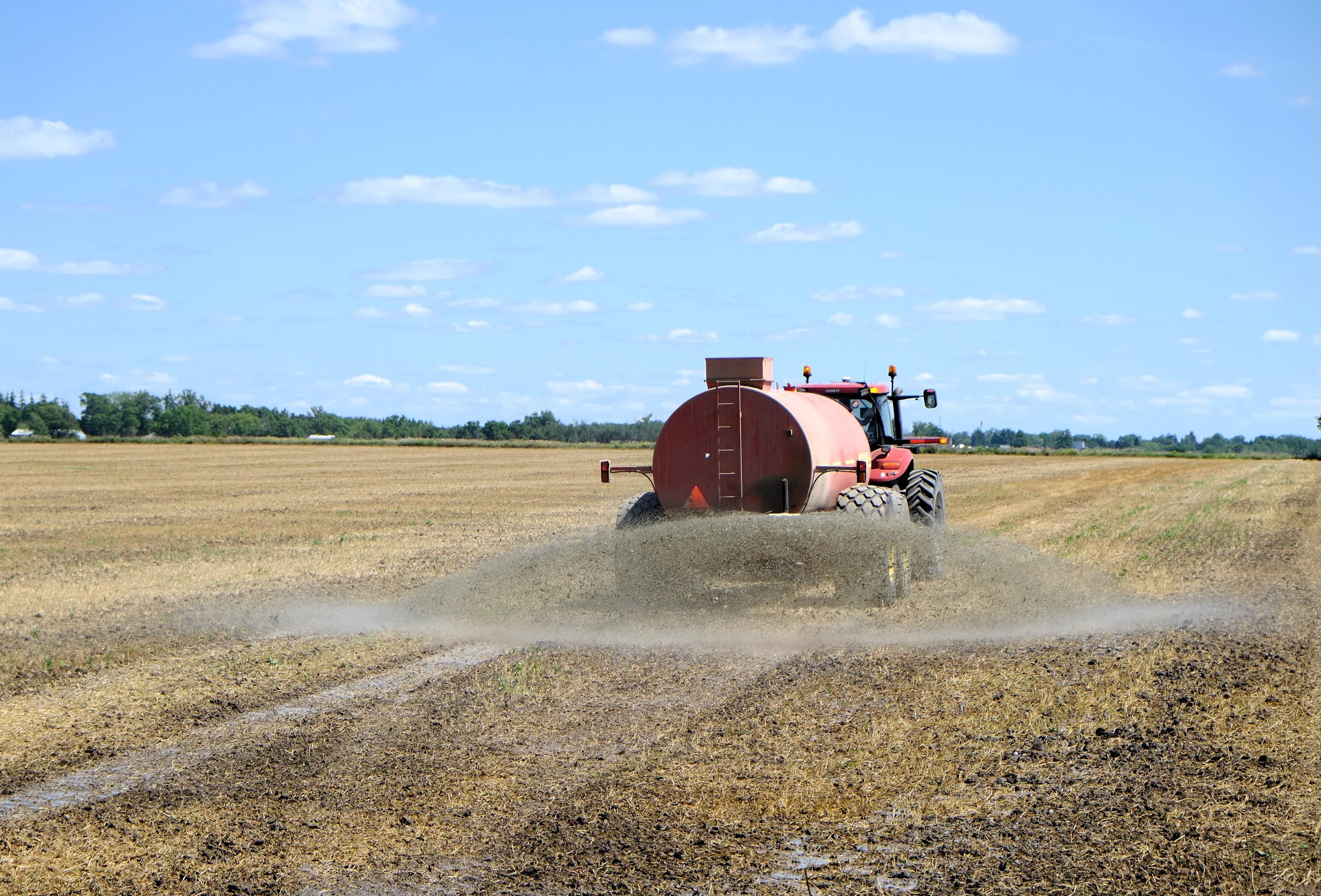 Máquinas de distribuição de corretivos e fertilizantes