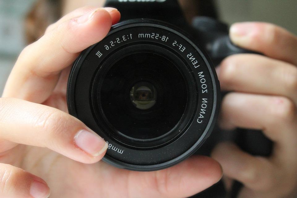 Máquinas fotográficas - objetivas e comandos